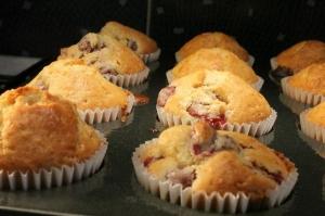 Valentin-napi meggyes muffin